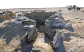 Marawah - A Late Pre-Islamic lime kiln on Marawah (site MR6.1)  (Photograph by Dr Mark Beech)