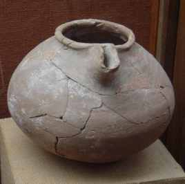 Wadi Suq Spouted jar from Shimal tomb 103 (Photograph by Dr Mark Beech)